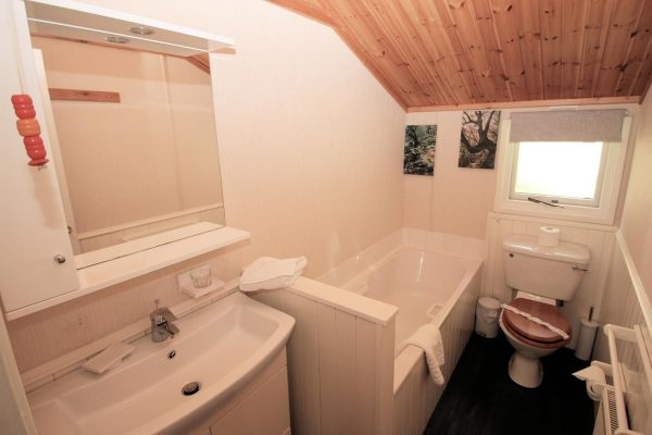CONISTON LODGE BATHROOM