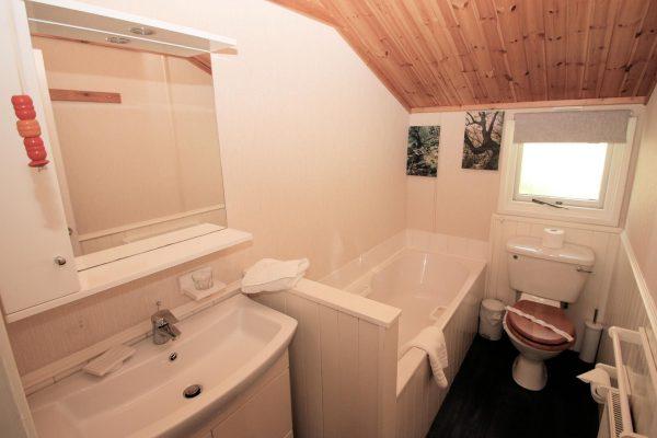 CONISTON LODGE BATHROOM